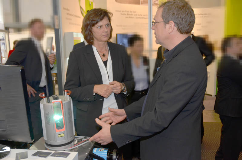 Bavarian Minister of Economic Affairs, Ilse Aigner, at the Measurement in Motion booth